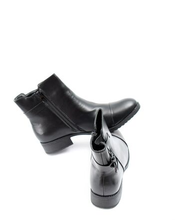black boots: picture of a Stylish mens black boots isolated on white