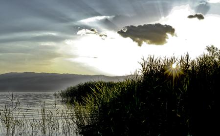 마케도니아의 호수 prespa 이상의 황혼 장면, 이미지