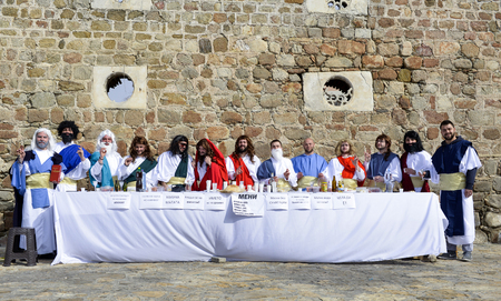 PRILEP, MACEDONIA. FEBRUARY 18 , 2018- Young participants perfiming parody of last supper with apostles and jesus, international carnival Prochka 2018, prilep,macedonia 에디토리얼