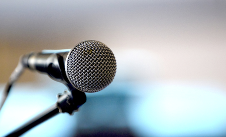 classic dynamic microphone on a blur background, image of a 版權商用圖片 - 113051718