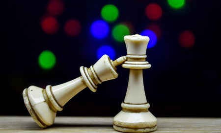 chess pieces king and queen on bokeh background Фото со стока