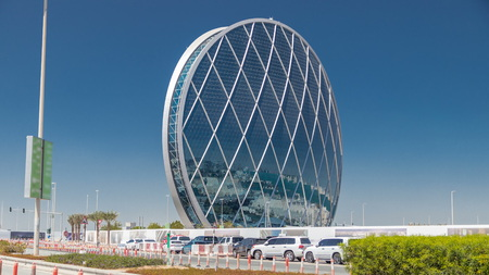 Circular skyscraper Aldar Headquarters Building timelapse in Abu Dhabi, UAE. Traffic on the road. It is the first circular building of its kind in the Middle East. 에디토리얼