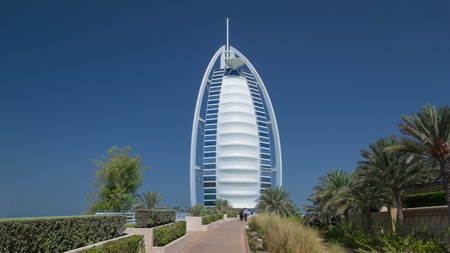 DUBAI, UAE - CIRCA JANUARY 2017: Burj Al Arab, considered the world's most luxurious hotel. Built on an artificial island 280m from Jumeirah beach, best recognizable landmark of Dubai, UAE. timelapse hyperlapse Éditoriale