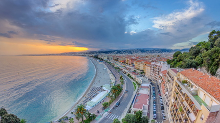 Sunset over Nice city and Mediterranean Sea aerial timelapse. Bay of Angels with dramatic sky from Castle viewpoint, Cote d'Azur, French Riviera, France Standard-Bild - 116237001