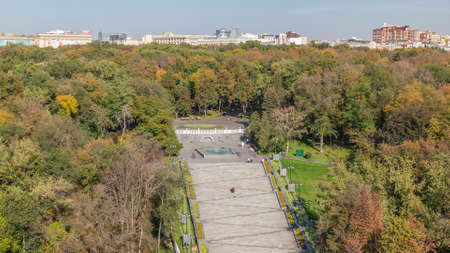 Aerial panoramic view to a staircase with fountains in the Shevchenko Garden timelapse. Park with yellow, red and green trees at autumn evening. Kharkov, Ukraine Archivio Fotografico