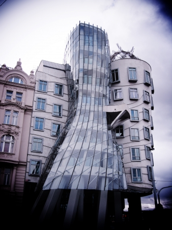 the dancing house: La Casa Danzante, Praga