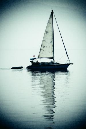 Reflexi�n del barco de vela Foto de archivo - 17933625