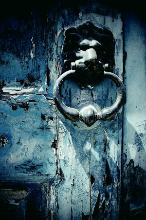 pared rota: Aldaba de la puerta