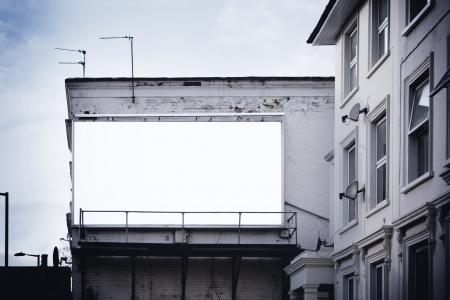 Blank billboard près