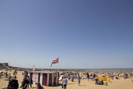 MARGATE, UK-August 8: Visitors on Margate beach in Britain. Margates main sands have been awarded a blue flag for high standards. August 8, 2015 Margate, Kent UK 報道画像