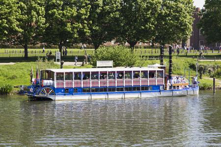 LONDON, UK - May 11, 2018. New Southern Belle paddle boat on River Thames outside Hampton Court Palace. London, Uk - May 11, 2018 Redakční
