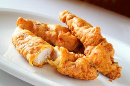 伝統的なインド チキン Pakoras プレート