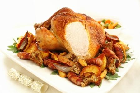 野菜と伝統的なクリスマス ロースト トルコ
