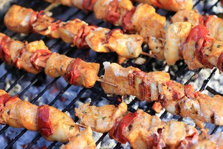 charcuter�a: pinchos de carne de cerdo de pollo en barbacoa