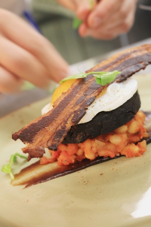 baked beans: Bacon Egg Black Pudding Baked Beans Plated Meal Stock Photo