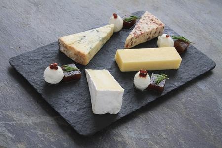 queso: queso tribunal plato Foto de archivo
