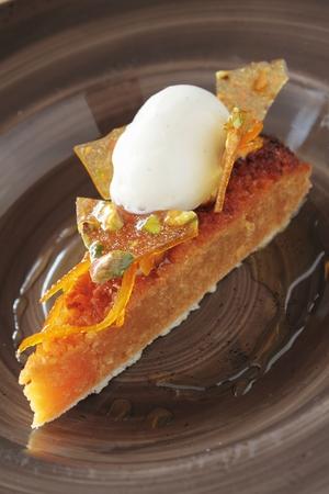 treacle: treacle tart with ice cream Stock Photo