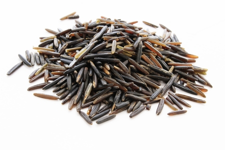 uncooked wild rice grains