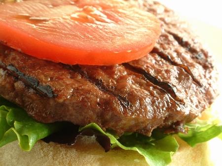 hamburguesa: hamburguesas que cocinan en barbacoa