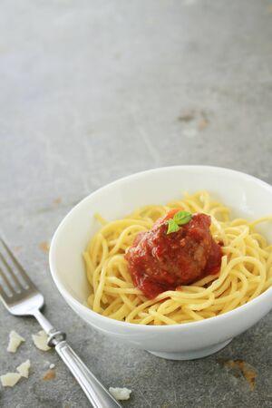 tomato sauce: albóndigas en salsa de tomate italiana Foto de archivo