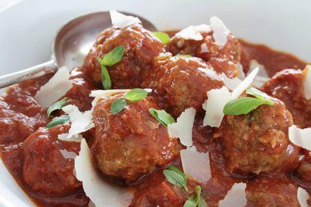 tomato sauce: albóndigas en salsa de tomate