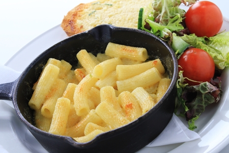 macaroni with cheese: traditional macaroni cheese meal