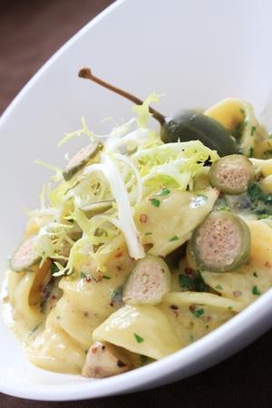 caper: fresh pasta with caper berries