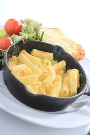 tallarin: macarrones tradicional comida de queso Foto de archivo