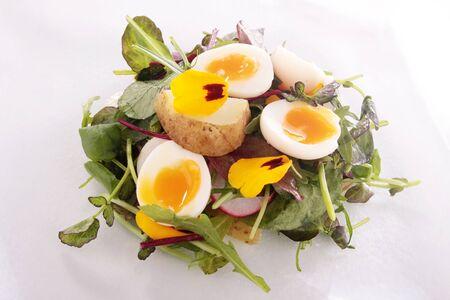 codorniz: ensalada de patata con huevo de codorniz