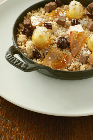 to crumble: plated fruit crumble dessert