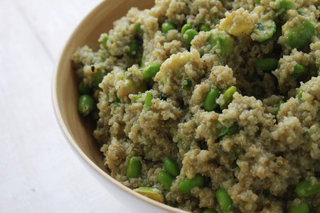 soya bean: quinoa soya bean salad in bowl