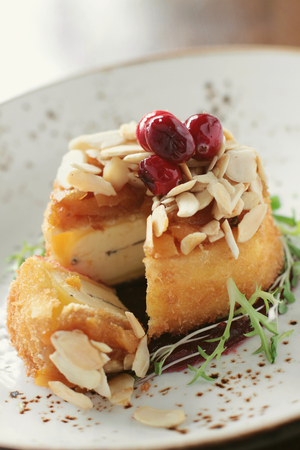 brie: baked brie cheese appetizer starter