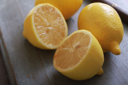 scurvy: fresh sliced lemons on chopping board Stock Photo