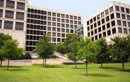 A Modern Biotech Building and Grounds 版權商用圖片 - 5164116