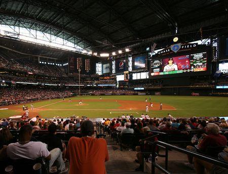 baseball dugout: D�a de juego frente a los Atlanta Braves en Chase Field en Phoenix, Arizona, hogar de los Arizona Diamondbacks, 31 de mayo de 2009