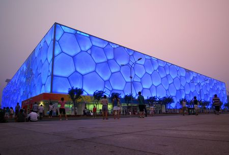 deportes olimpicos: Una vista del cubo, Parque Nacional Olympic, Beijing, China. Conserva todos los eventos de deportes de agua. Adoptado el 28 de julio de 2010.