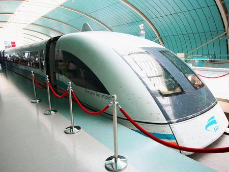 上海リニアまたは弾丸列車速度以上 300 mph。 2010 年 7 月 18 日の撮影が可能。