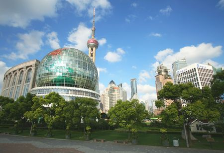 Ein City-Park in Pudong on a Sunny Day, Shanghai, China, genommen Juli 19, 2010  Editorial