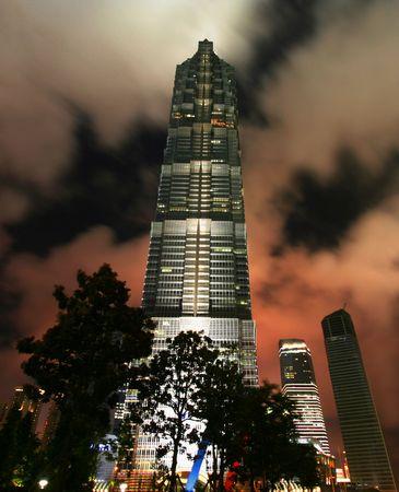 진 마오 빌딩, 상해, 중국 2010 년 7 월 19 일 촬영의 야경 에디토리얼