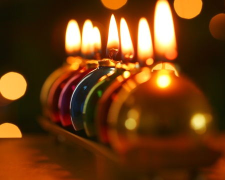 A Line of Seven Burning Christmas Ornament Candles Banque d'images