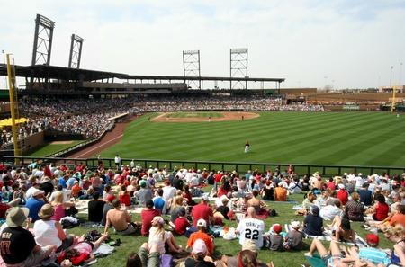 baseball dugout: Diamondbacks de Arizona en un partido de entrenamiento de primavera de 2011 contra los rojos de Cincinnati en instalaci�n de campos de R�o Salado en hablar Stick, Scottsdale, el 19 de marzo de 2011 Editorial