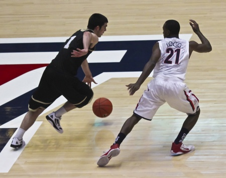 bryant: TUCSON, ARIZONA - DECEMBER 22: MCKALE ARENA on DECEMBER 22, 2011, in TUCSON, ARIZONA. The University of Arizona Wildcats vs. Bryant. A defensive Kyle Fogg. Editorial
