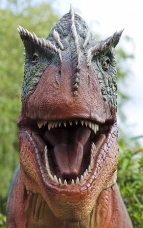 beenderige: Een Hongerige Allosaurus Hunts in een Late Jurassic Jungle Stockfoto