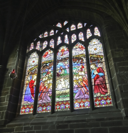 A Colorful Stained Glass Cathedral Window Nativity Scene at Christmas Éditoriale