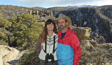 Ein Ehepaar Wandern im Arizona Chiricahua Mountains photo