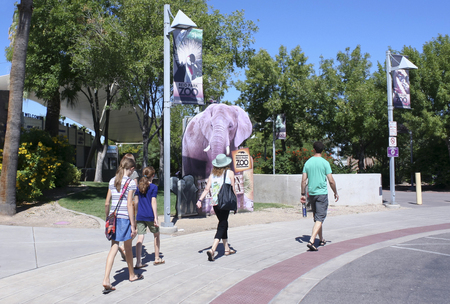 nandi: TUCSON, ARIZONA, AUGUST 27.  Reid Park Zoo on August 27, 2016, in Tucson, Arizona. The main entrance to the Reid Park Zoo, one of Tucson, Arizonas biggest tourist draws. Editorial