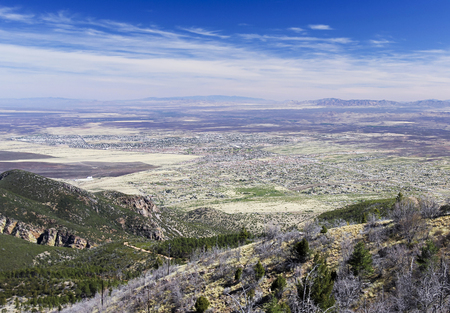 An Aerial View of Sierra Vista, Arizona, from Carr Canyon in the Huachuca Mountains Banque d'images