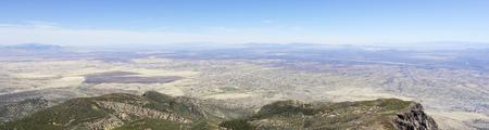 Panorama aérien de Sierra Vista, en Arizona, depuis le Carr Canyon dans les montagnes de Huachuca Banque d'images - 76652747