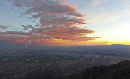 A Thunderstorm at Sunset Approaches the City of Albuquerque, New Mexico, the Rio Grande River and Sandia Peak Tramway Cables Visible on the Right Banco de Imagens