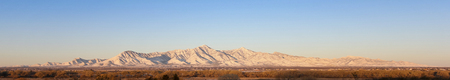 A Panoramic View of the Snowy Huachuca Mountains in Winter in Arizona, USA Banque d'images - 117903154